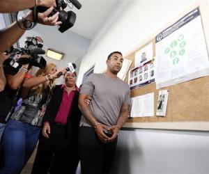 Don Omar permanece en prisión por violencia doméstica