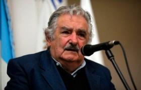 """Mujica señaló que receta de """"golpe suave"""" circula contra gobiernos progresistas"""