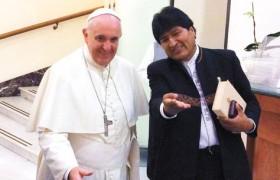 El Papa Francisco se considera comunista durante el encuentro con Evo Morales