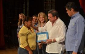 Alcaldía de Valencia otorgó 500 becas escolares a niños de la matricula municipal