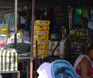 Gobierno prohíbe venta de productos de primera necesidad a la economía informal