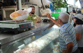 Hasta en 400 Bs. se cotiza un kilo de pollo en mercado La Candelaria