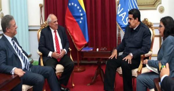 Secretario General de Unasur entregó al presidente Maduro informe final sobre comicios del 6D
